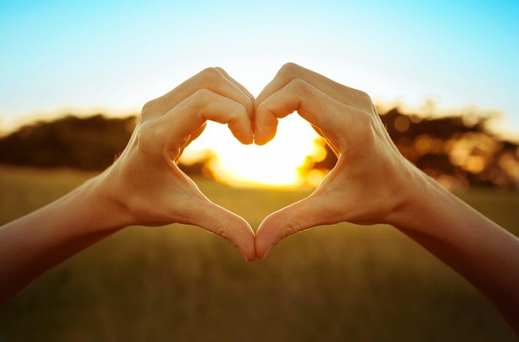 Mão em formato de coração